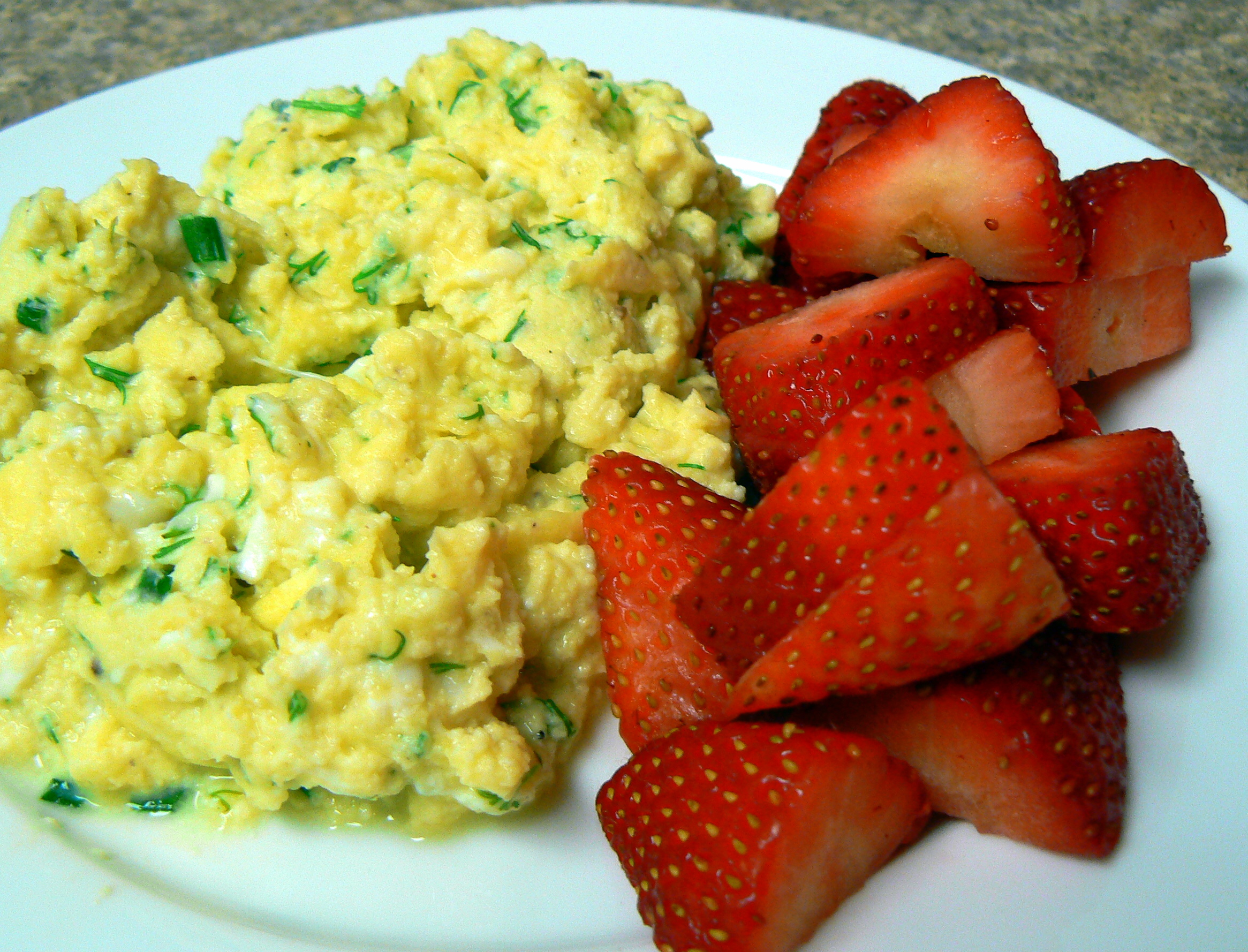Sour Cream and Chive Scrambled Eggs – Crazy Jamie