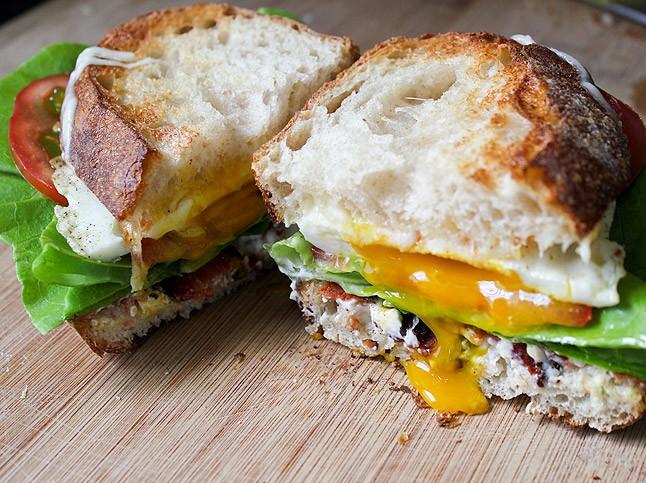 thomas-kellers-blt-fried-egg-sandwich-646x483-1